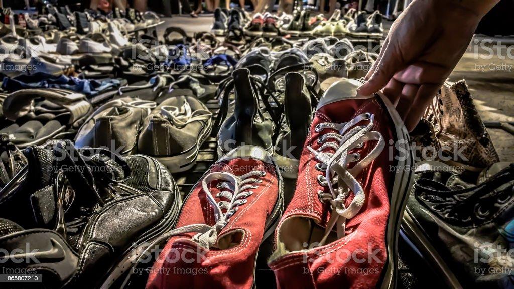 d568eca7 Comprar Segunda Mano Zapatos Foto de stock y más banco de imágenes ...