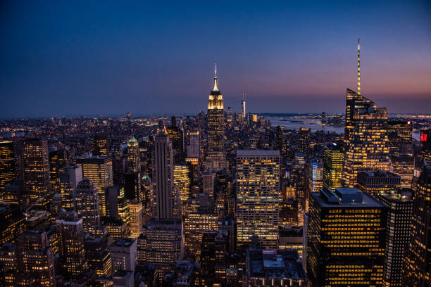 NYC por noite - foto de acervo