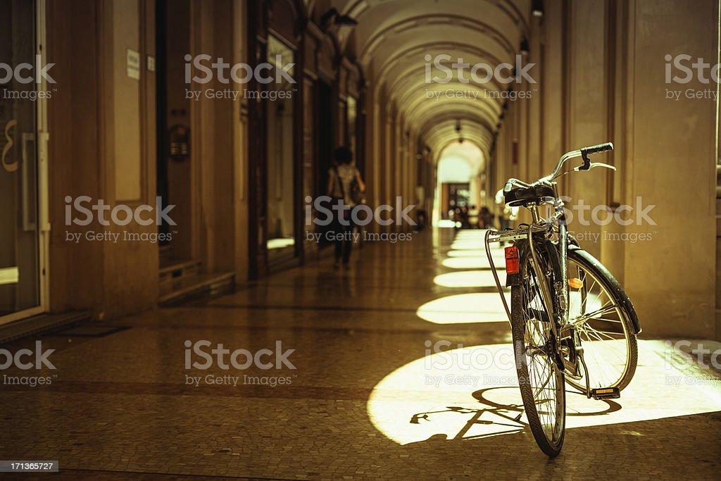 Bycicle entlang der Straßen von Bologna, Vintage-Stil – Foto