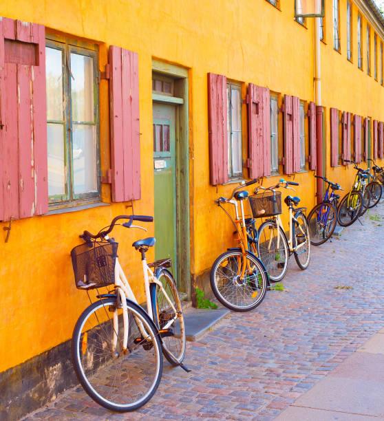 vuxenpool gamla byggnaden vägg. copenhagen - öresundsregionen bildbanksfoton och bilder