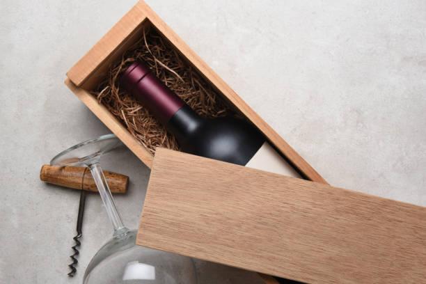 cabernet i en trä låda delvis täckt av lock - wine box bildbanksfoton och bilder