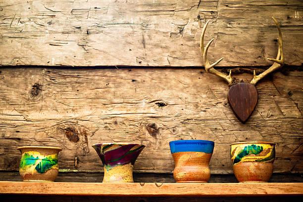 kabine schicken pottery - deko geweih stock-fotos und bilder