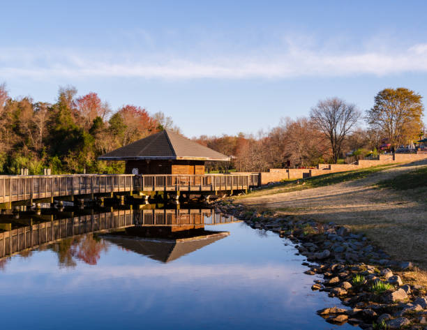 Hütte mit Blick auf den See – Foto