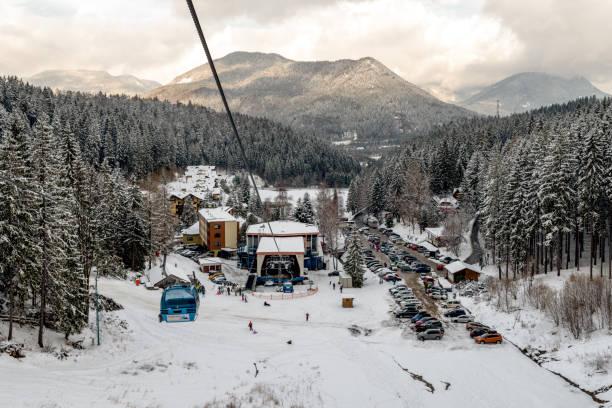 리조트 흐라보보, 슬로바키아의 케이블카 캐빈 - 벨리카 파트라 뉴스 사진 이미지