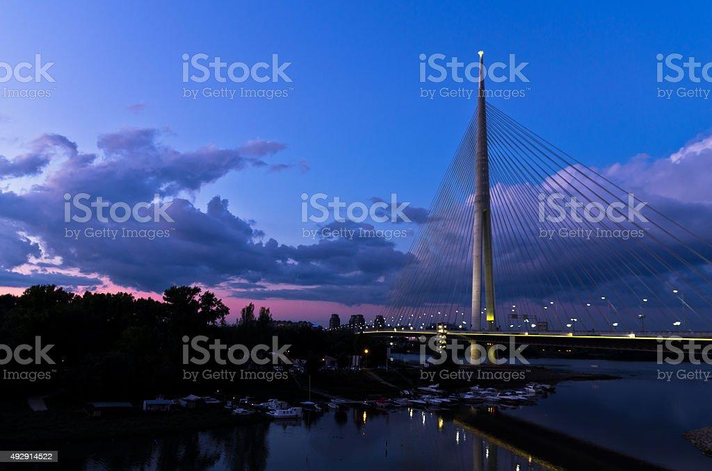 Câble bridge au crépuscule sur Save à proximité de l'île de l'Ada - Photo