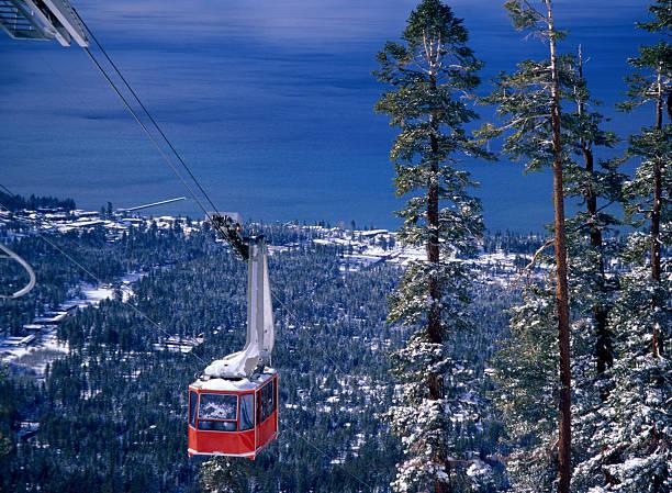 seilbahn klettern bis - lake tahoe winter stock-fotos und bilder