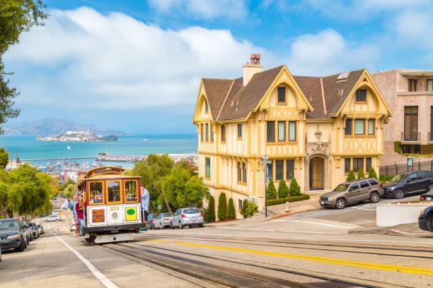 Seilbahn in San Francisco klettert bergauf, Kalifornien, USA – Foto