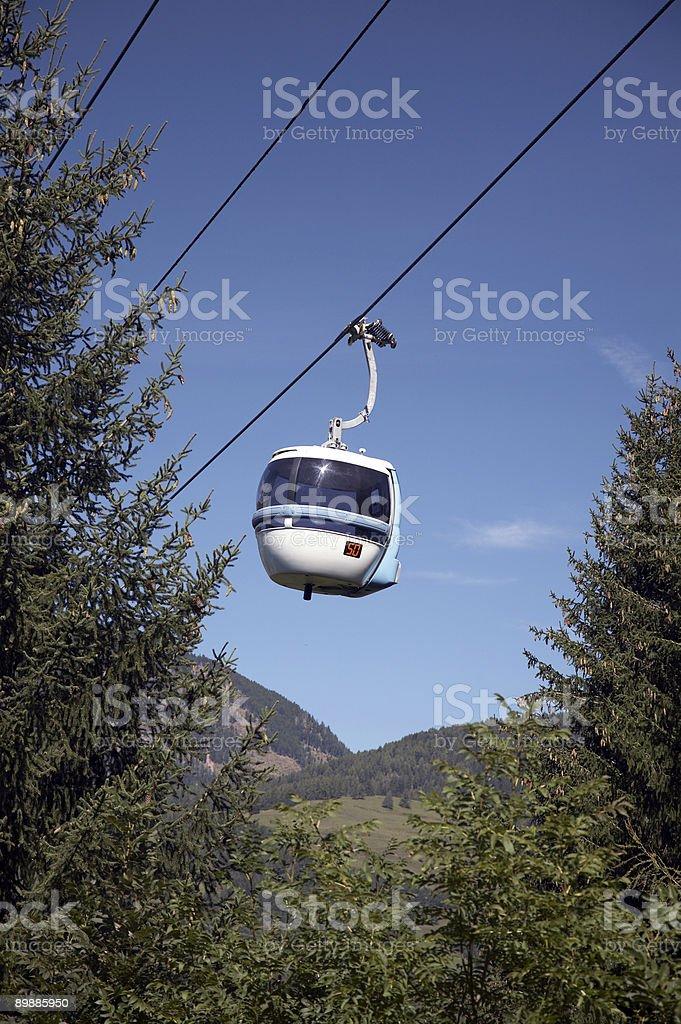 Ferrovia via cavo nelle Dolomiti Alpi foto stock royalty-free