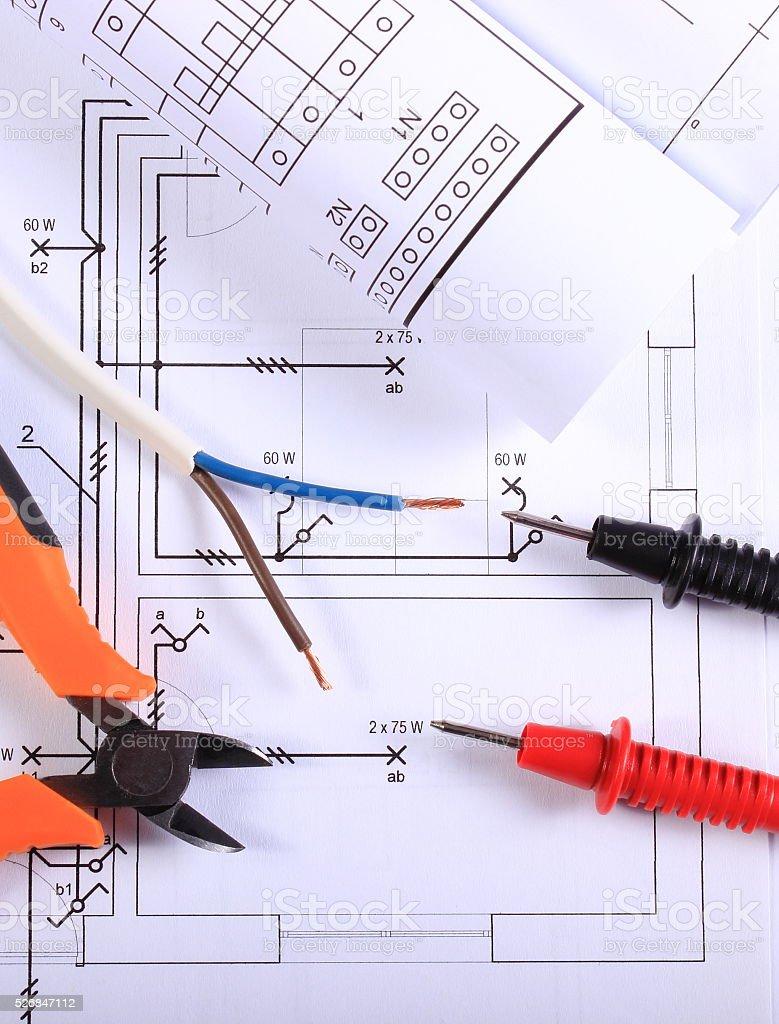 Seilzüge Von Multimeter Zange Electric Draht Und Bauzeichnung ...