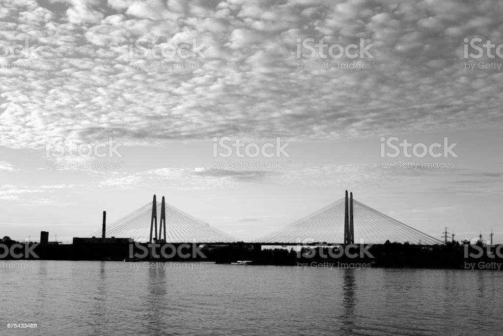 Askılı köprü ve Neva nehir. royalty-free stock photo