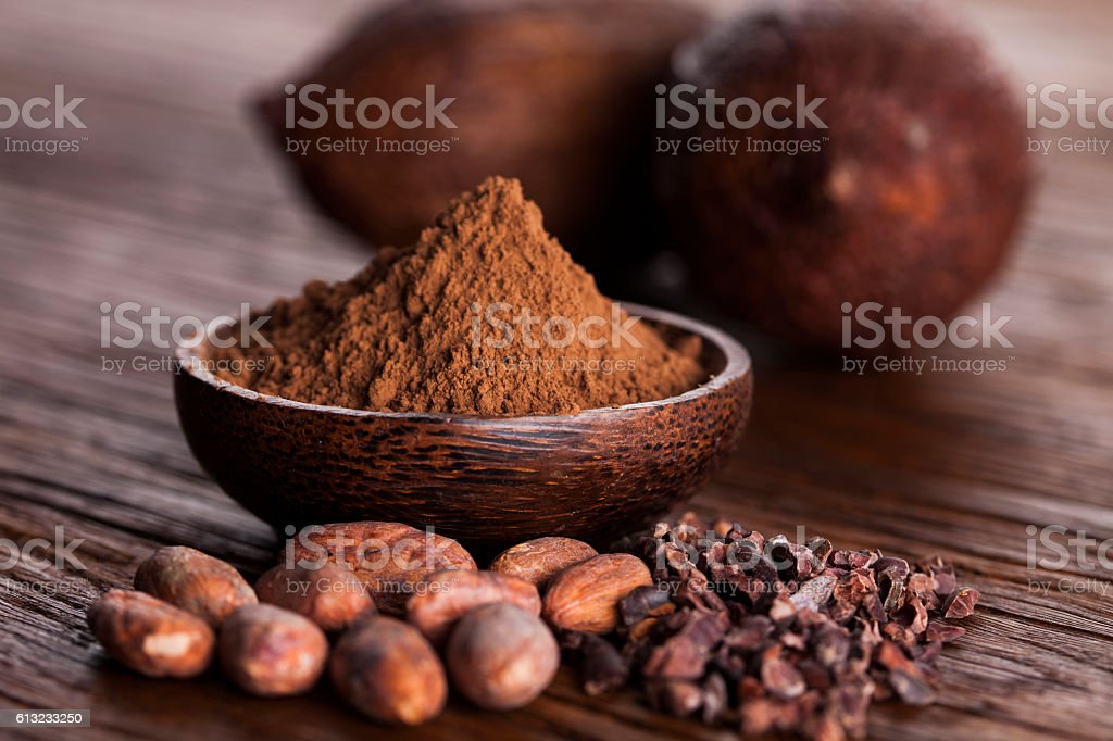 Cacao beans and powder and food dessert background – Foto