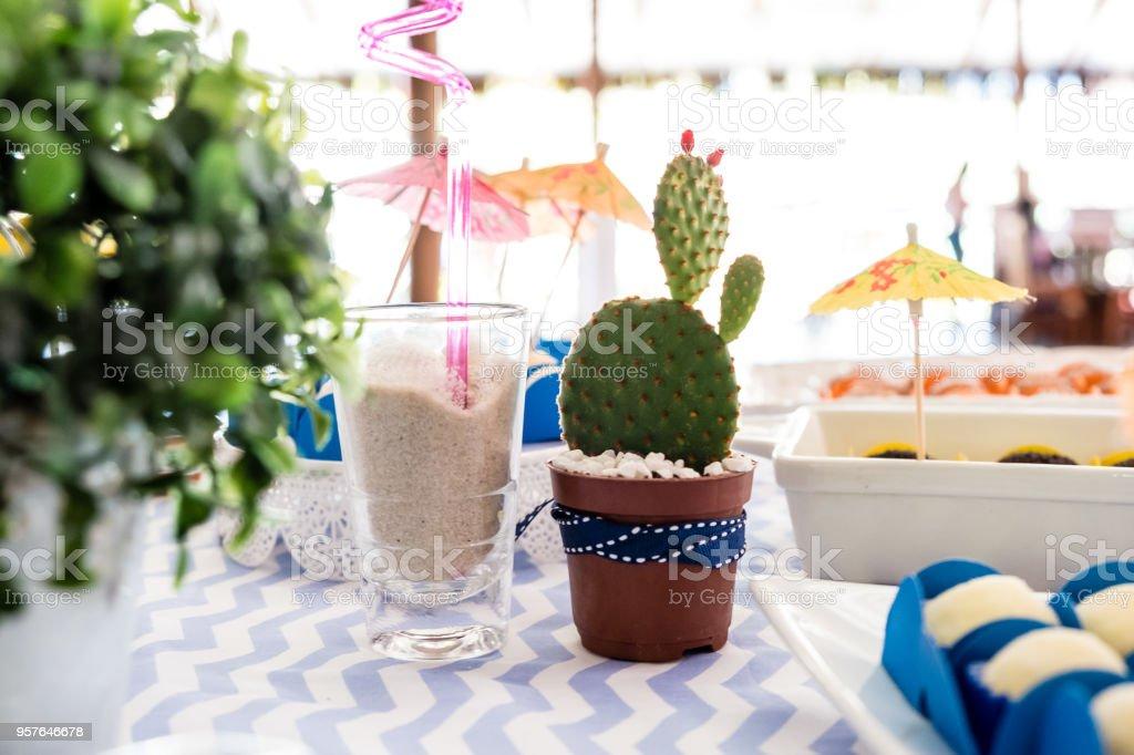 ajuste clásico renombre mundial calidad autentica Cactus Y Paraguas En La Decoración De La Mesa De Cumpleaños ...