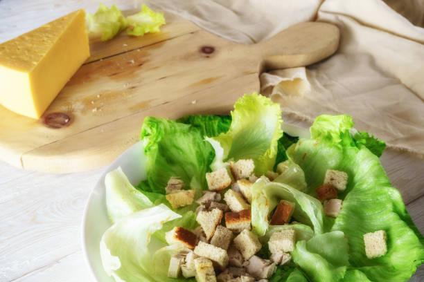 caesar salat mit platz für text - abnehmen leicht gemacht stock-fotos und bilder