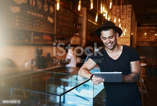 istock Cafe management in the age of the app 893493310