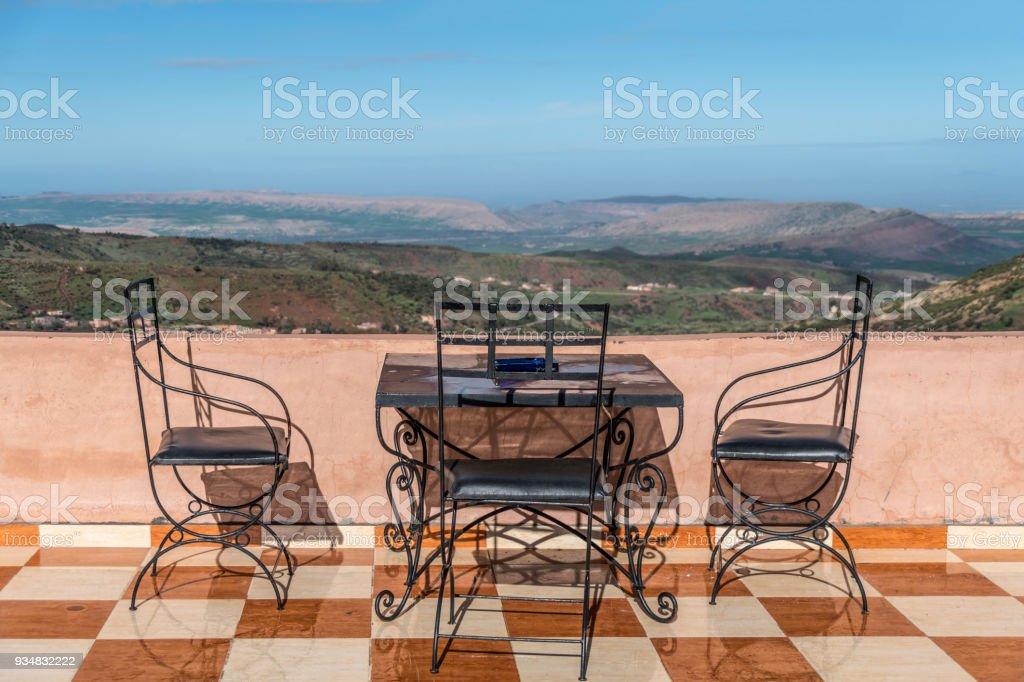 모로코에서 서 사하라 바라보 좌석 카페 - 로열티 프리 0명 스톡 사진