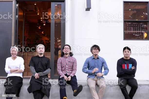 Cafe staff sitting outside picture id893215036?b=1&k=6&m=893215036&s=612x612&h=2v5fqcw9ynvs1ul0hntfc9olgylsvegwa 4obydbhi0=