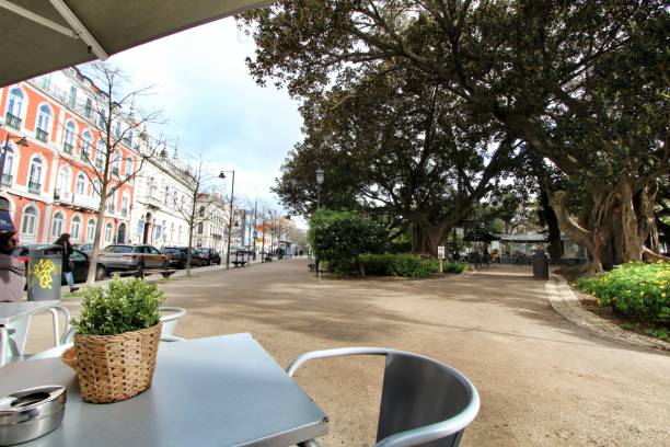 Cafe terrace at Principe Real garden in Lisbon on a cloudy day – zdjęcie
