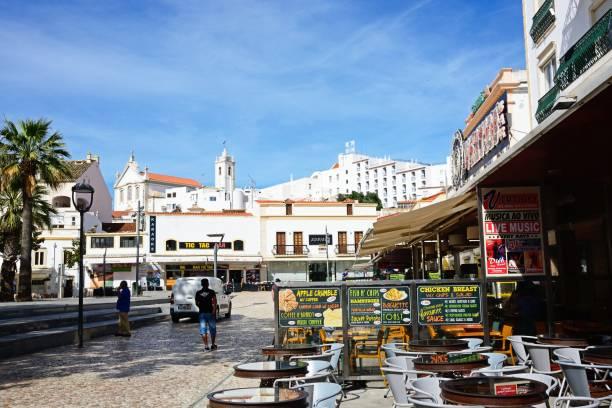 cafes in the main square, albufeira. - esplanada portugal imagens e fotografias de stock