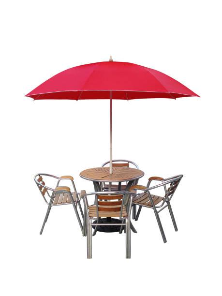 koffe-tischstuhl sonnenschirm, isoliert auf weißem hintergrund - sonnenschirm terrasse stock-fotos und bilder