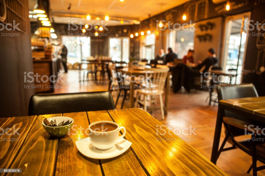 Caffee on table and blured cafe - foto stock