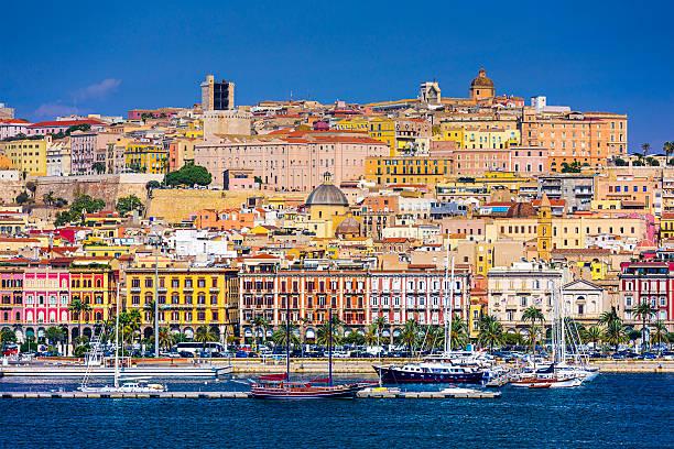 cagliari, italia, paesaggio urbano - sardegna foto e immagini stock