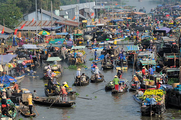 cai rang floating market, can tho, vietnam - mekong river stock pictures, royalty-free photos & images