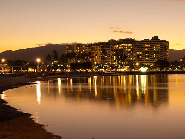 Mar de Cairns, por la noche - foto de stock