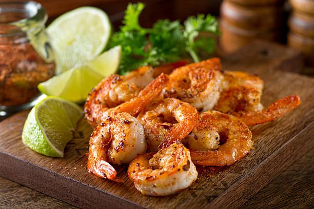 cajun shrimp - grillowany zdjęcia i obrazy z banku zdjęć