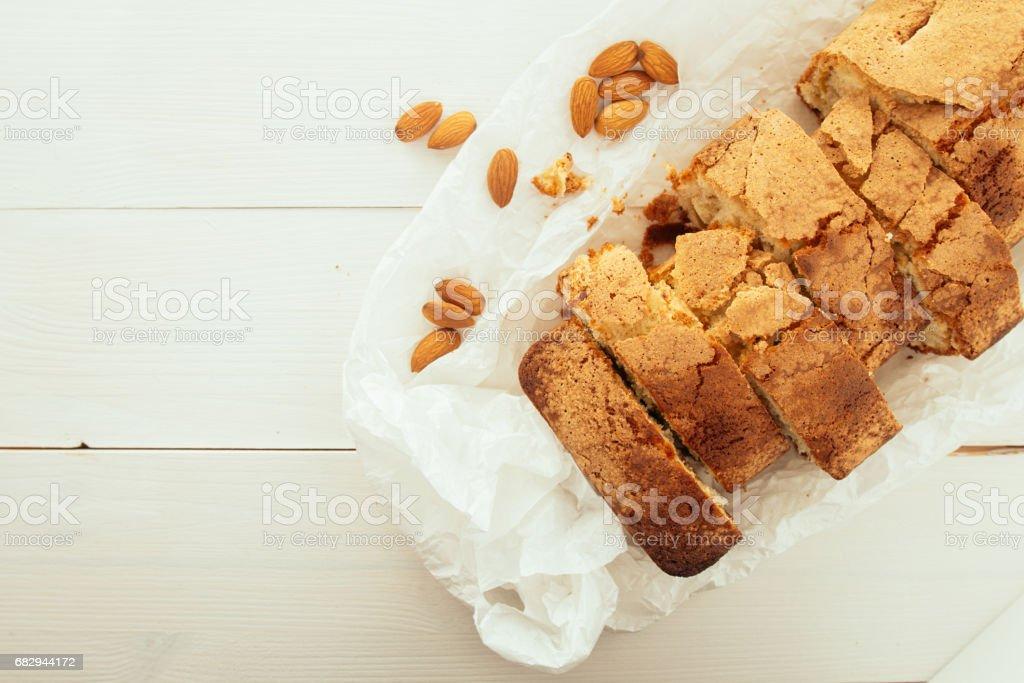 Cake cut into pieces top view foto de stock libre de derechos