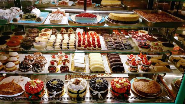 pastel de display - postre fotografías e imágenes de stock