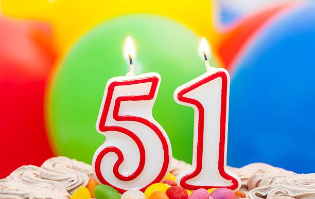 pastel de 51st cumpleaños. - numero 51 fotografías e imágenes de stock