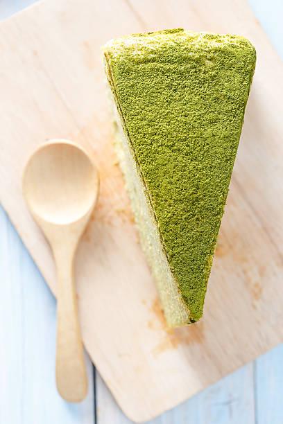 kuchen green tee - grüntee kuchen stock-fotos und bilder