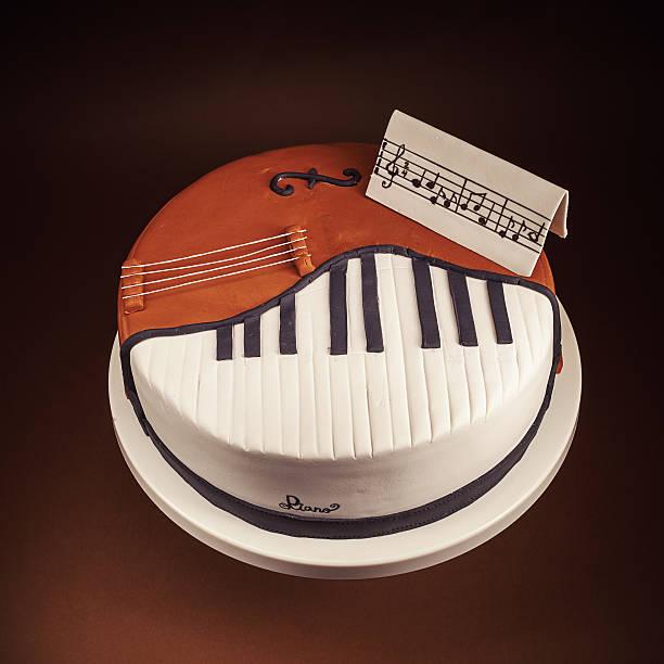 kuchen in form von klavier und cello - musik kuchen stock-fotos und bilder