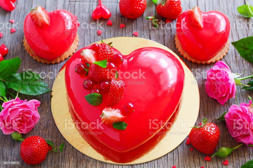 Torta A Forma Di Cuore Su San Valentino Fotografie Stock E Altre
