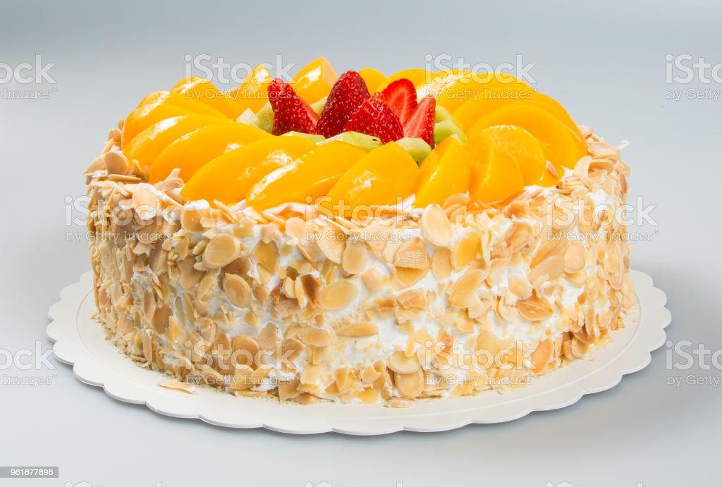 Cake ou gâteau d'anniversaire sur un fond - Photo