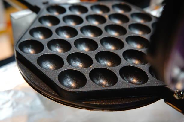 kuchen-pops backen ausrüstung - waffelbecherkuchen stock-fotos und bilder