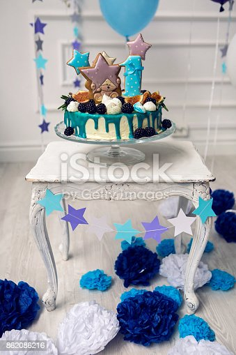 1035635902 istock photo cake with berries on the first day 862086216