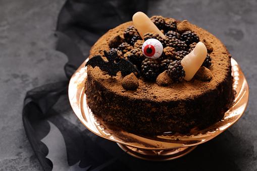 Kuchen Mit Halloween Dekoration Stockfoto Und Mehr Bilder Von Cupcake Istock