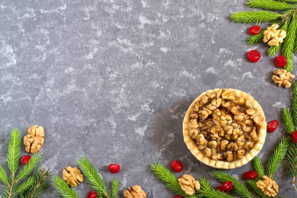 kuchen mit zitrone marmelade und karamellisierten walnüssen - aufstrich weihnachten stock-fotos und bilder