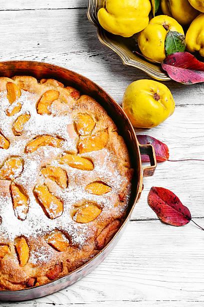 cake with quince - quittenkuchen stock-fotos und bilder