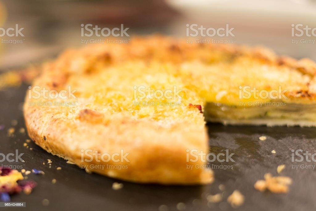 Gâteau sans un morceau - Photo de Aliment libre de droits