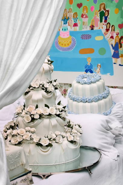 Bolos decorados na cama 1 cakes decorated in bed bolos stock pictures, royalty-free photos & images