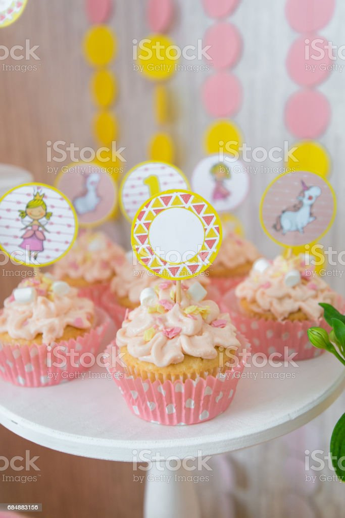 Kuchen mit Topper Lizenzfreies stock-foto