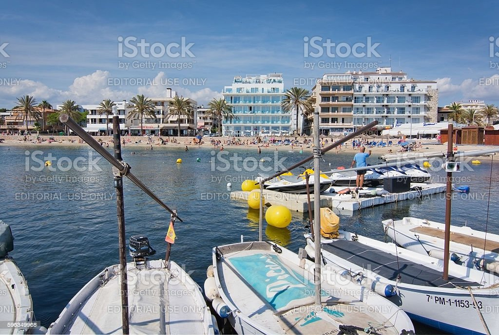 Cala Estancia beach and hotel skyline Lizenzfreies stock-foto