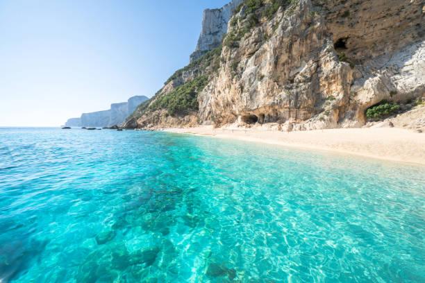 spiaggia di cala gabbiani, sardegna, italia - sardegna foto e immagini stock