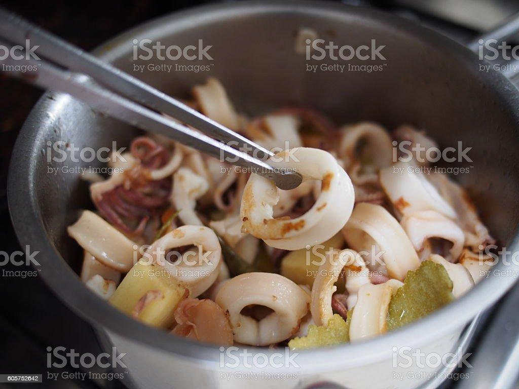 Calamari arrostiti e conditi in pentola stock photo & more pictures