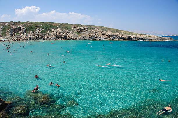 calamosche beach, near noto in sicily - noto sicilië stockfoto's en -beelden