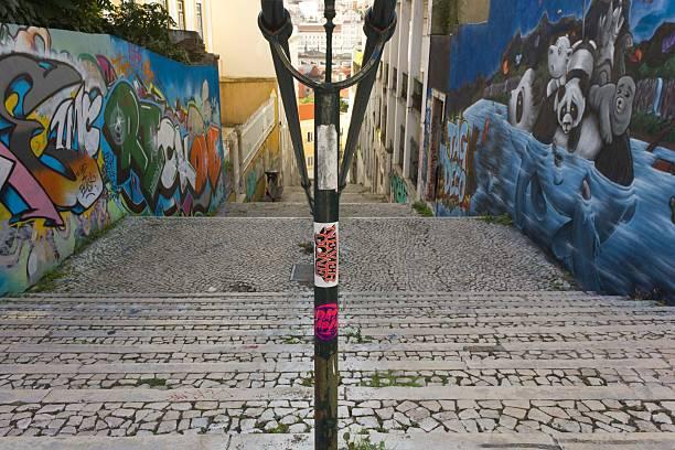 calcada do lavra street in lissabon - bild wandtreppe stock-fotos und bilder