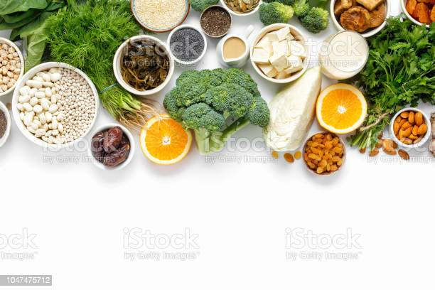 Calcium vegetarians top view healthy food clean eating picture id1047475712?b=1&k=6&m=1047475712&s=612x612&h=4d1qpiigsfvakauhp gl5ptp9fst6ltrkr7krzvlgsw=