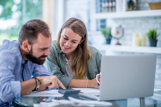calcul des finances - prêts immobiliers et crédits photos et images de collection